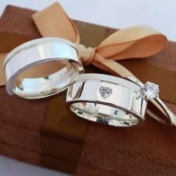 Alianças de Compromisso e anel solitário em prata 7mm